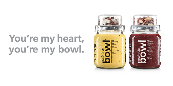 You're my heart, you're my bowl: Mit der Açaí Smoothie Bowl purple und Kokos Smoothie Bowl yellow haben wir im April 2018 den Frühstückstrend als erster Anbieter in Deutschland verzehrfertig in die Kühlregale gebracht. Durch Zutaten wie Kokosmus oder Leinsamen entsteht eine löffelfeste Konsistenz, die gemeinsam mit einem 'Topping' (Mandel-Dattel bzw. Kokoschips-Kakaonibs) für das Crunchige-Smoothie-Bowl-Mundgefühl sorgen.